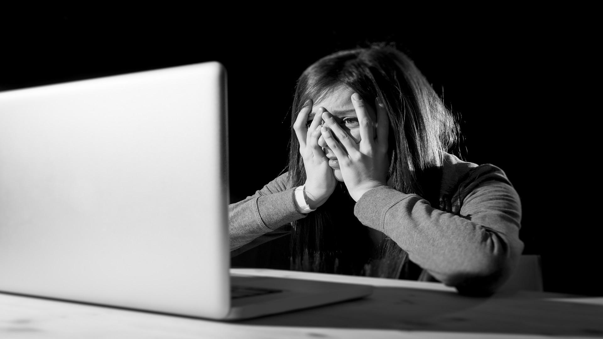 internet-zaklatas-millasreggeli_hu.jpg