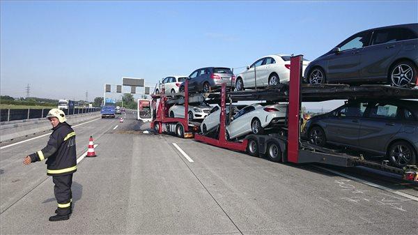 autoszallito-trailer-baleset-m0-140724.jpg