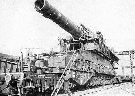 80cm-kanone-dora-beim-aufbau.jpg