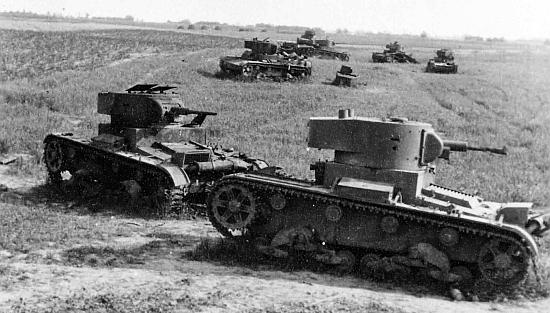 ... és felfegyverzett kötelék tűnt el egyetlen éjszaka alatt   páncéloszászlóaljakra bontották őket és gyalogoshadseregekhez osztották be.  A szovjet tankok ... 8237be60a9