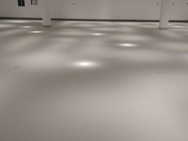 Kiállítóterem matt felületű műgyanta bevonata