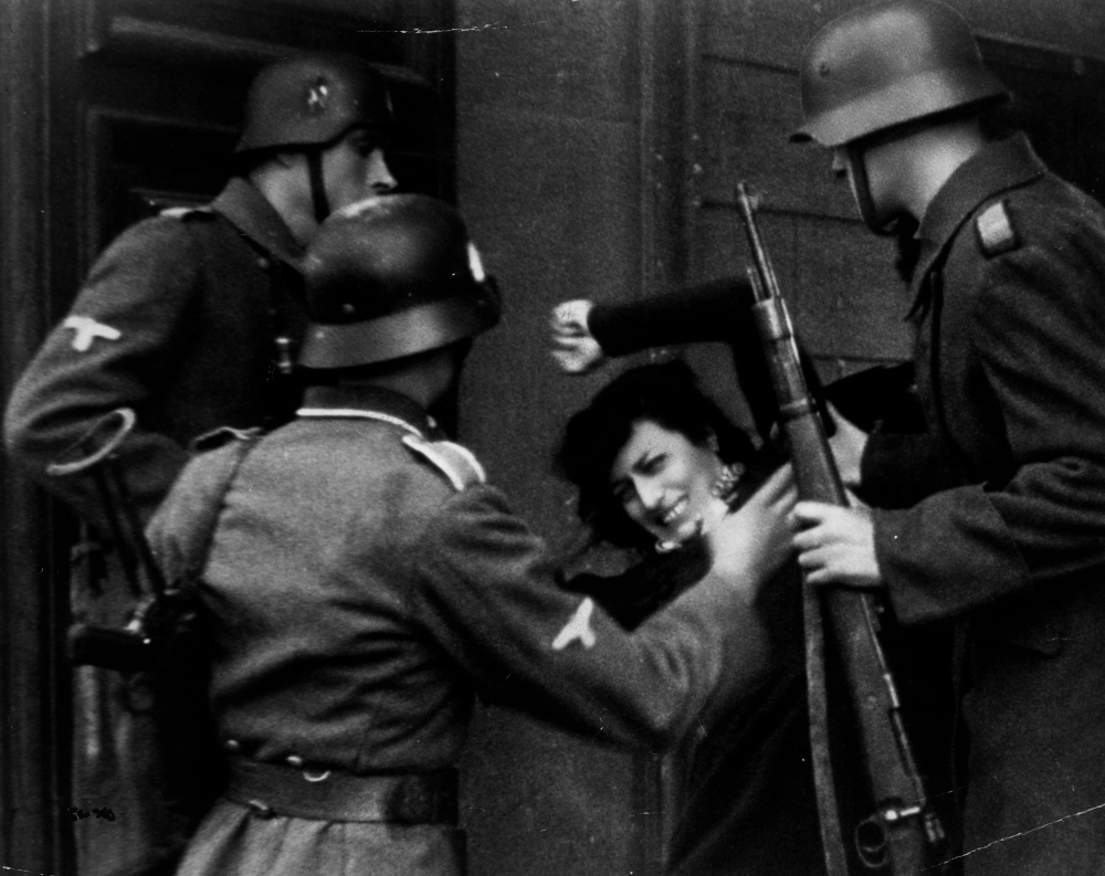 rome-open-city-1945-005-anna-magnani-captured-by-military-police.jpg