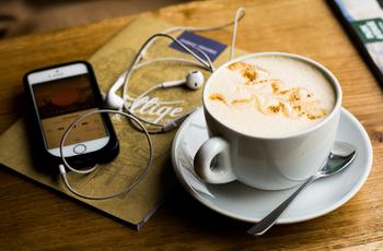 Hogyan tud a rádió és a podcast világ hatásosan együtt dolgozni?