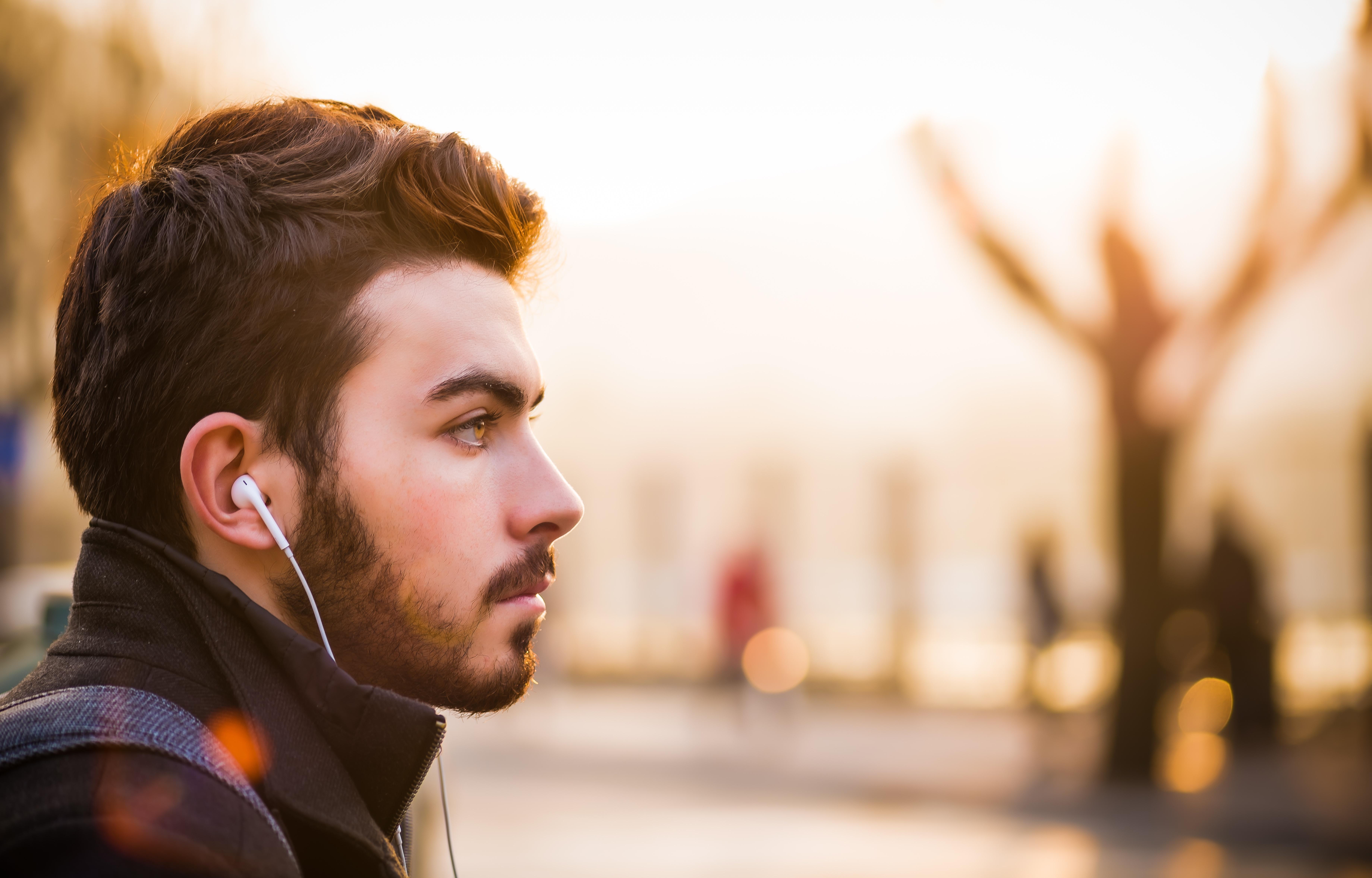 """Hogy hallgat egy modern """"hallgató""""?"""