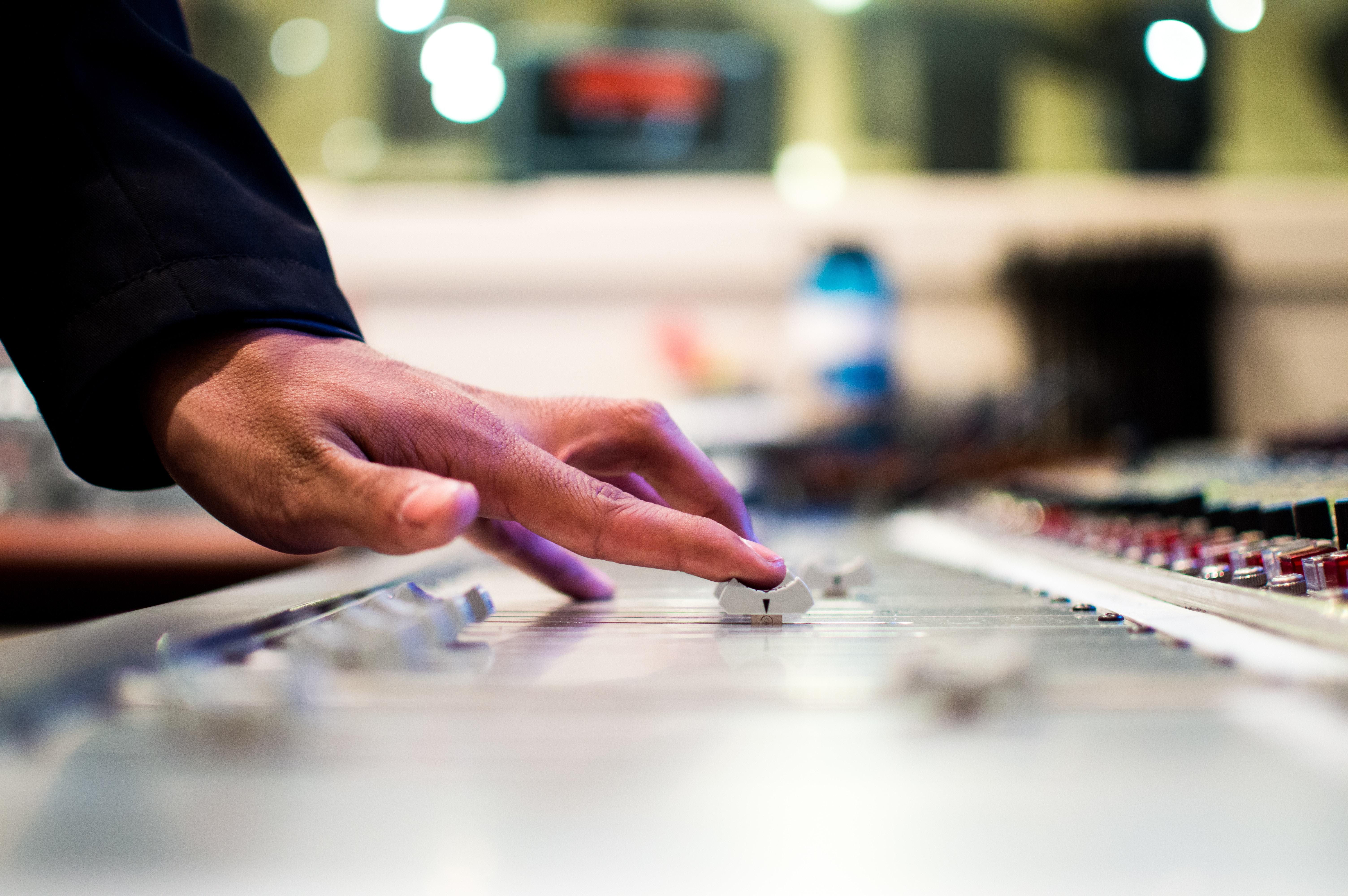 HTE Hét: TOP 5 színes őszi kép, menő rádiós stúdiókról