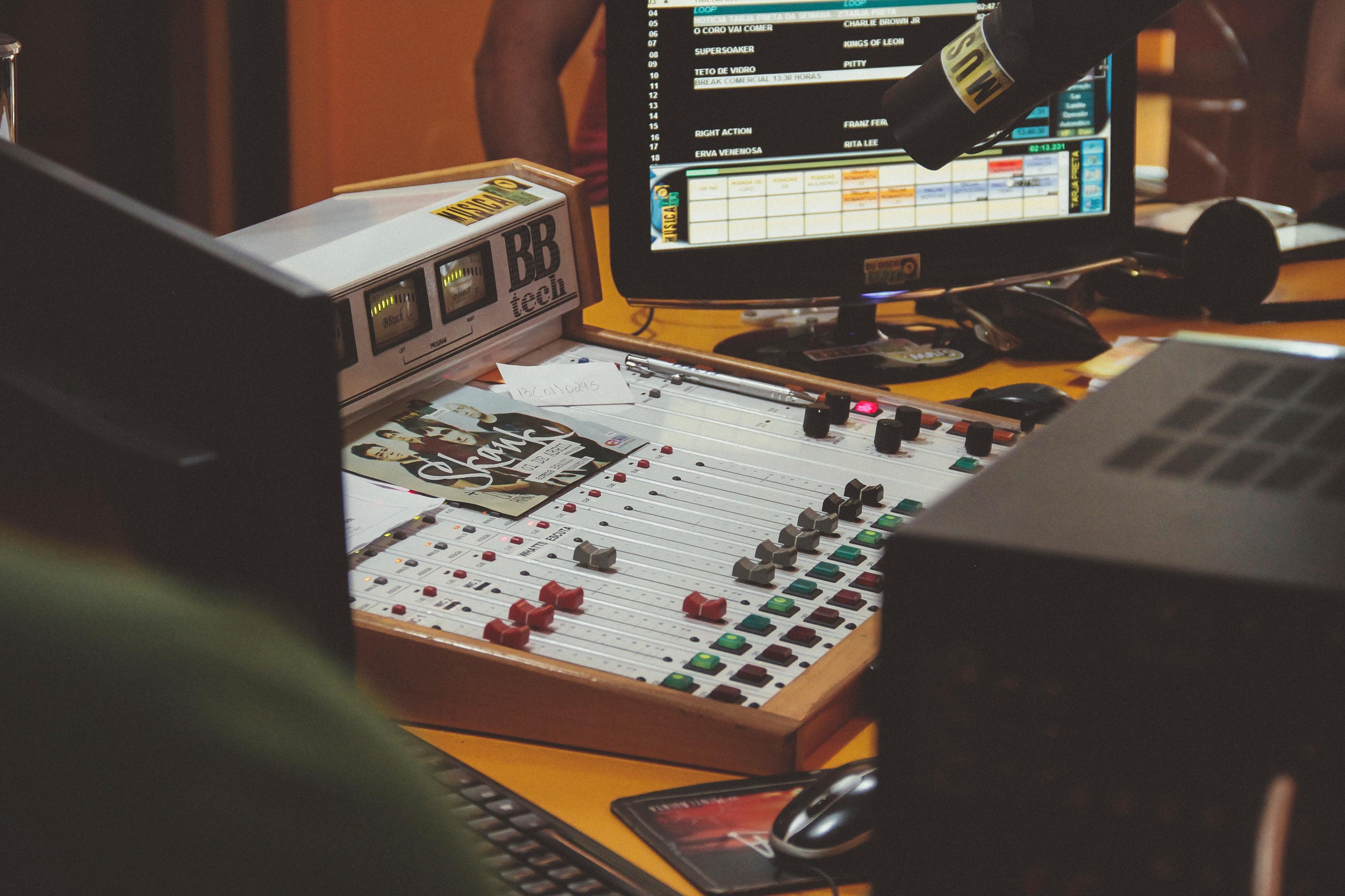 """""""Régen mennyivel jobb volt rádiózni!"""" - 7 ok amiért a rádió még jobb a műsorvezetőknek, mint az előző évszázadban"""