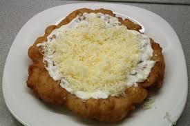 Vasárnapi hírcsokor krumplis-tejfölös lángoshoz