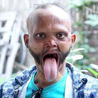 Iskolabusz sofőr, aki képes megnyalni a saját homlokát