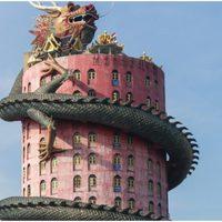 Sárkány öleli körbe a buddhista templomot