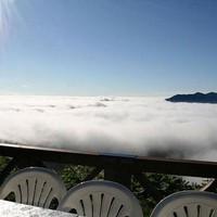 A felhőkben úszó Unkai Terasz.