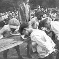 20. századi evőversenyek, ritka képeken.