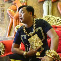 13 kiló arany ékszert visel a vietnami üzletember