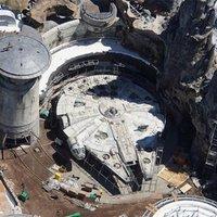 Drón felvételek a Star Wars Galaxy's Edge építéséről.