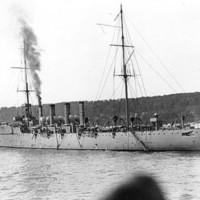 1911-ben Eugene Ely landolt egy hajó fedélzetén.