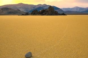 A Vitorlázó kövek titka