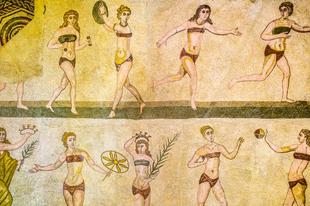 A fürdőruha evolúciója képeken