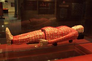 Jádéból készült temetkezési öltöny