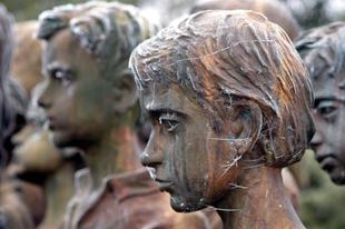 A megölt gyerekek emlékműve, Lidice, Csehország.