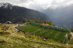 A legszokatlanabb futballpályák a világ minden tájáról