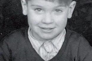 Híres rocksztárok gyerekkori képei.