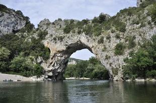 Pont d'Arc természetes kőhíd.