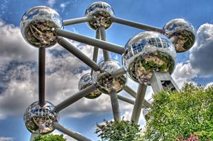 Az Atomium emlékmű.
