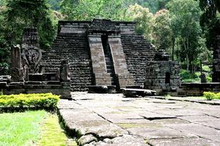 Csodálatos lépcsős piramisok.