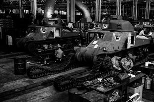 A második világháború fegyvergyárai ritka fényképeken.