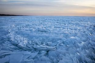 Elképesztő jég képződmények a Michigan-tavon