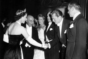 Erzsébet királynő találkozásai hírességekkel.