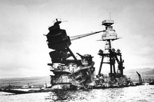A Pearl Harbor elleni támadás utáni képek.