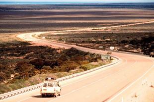 Az Eyre országút, a leghosszabb egyenes útszakasz a világon.