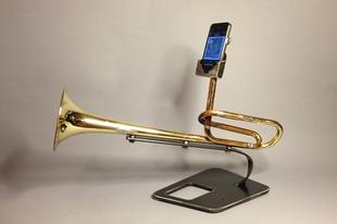 Telefon kihangosítók rézfúvós hangszerekből.