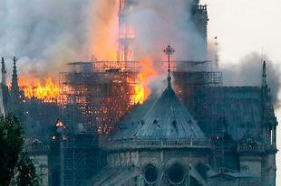 Notre-Dame a tűz után.