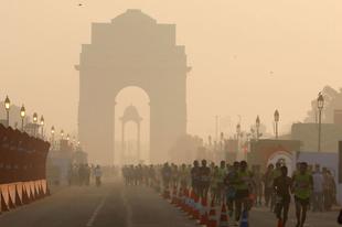 Fulladozik a légszennyezettségtől a 25 millió lakosú Új-Delhi.