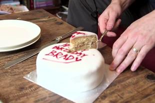 Hogyan kell a tortát felvágni.