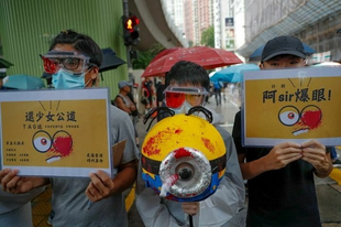 Több százezren tüntettek békésen vasárnap Hongkongban