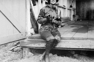 Harriet Quimby, az első nő, aki átrepülte a La Manche csatornát.