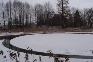 Látványos forgó jégkorong a folyón.