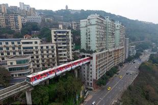 A hetedik emeleten megy a vonat.