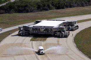 A NASA rakéta szállító hernyótalpas szállítójárműve.