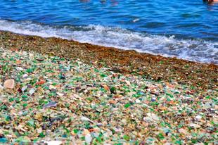 Glass Beach vagyis az Üvegpart Kaliforniában.