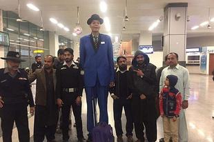 Szerelmet keres a legmagasabb pakisztáni