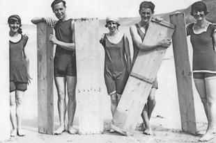 Szörfösök a 20. század elején.