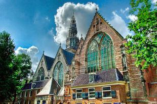 A Oude Kerk, Amszterdam legrégebbi épülete, és egyben plébániatemploma.