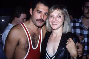 Freddie Mercury Mary Austinnal, akit élete szerelmének nevezett.