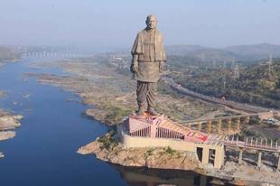 182 méter magas szobrot avattak Indiában