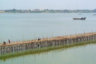 Minden évben újraépítik a bambuszhidat Kambodzsában