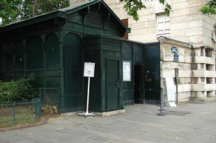 A párizsi katakombák a holtak birodalma.