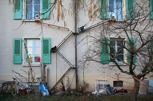 Macskalépcsők a házak homlokzatán, Svájcban.